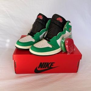 Wmns Nike Jordan Air Retro High OG 'Lucky Green'